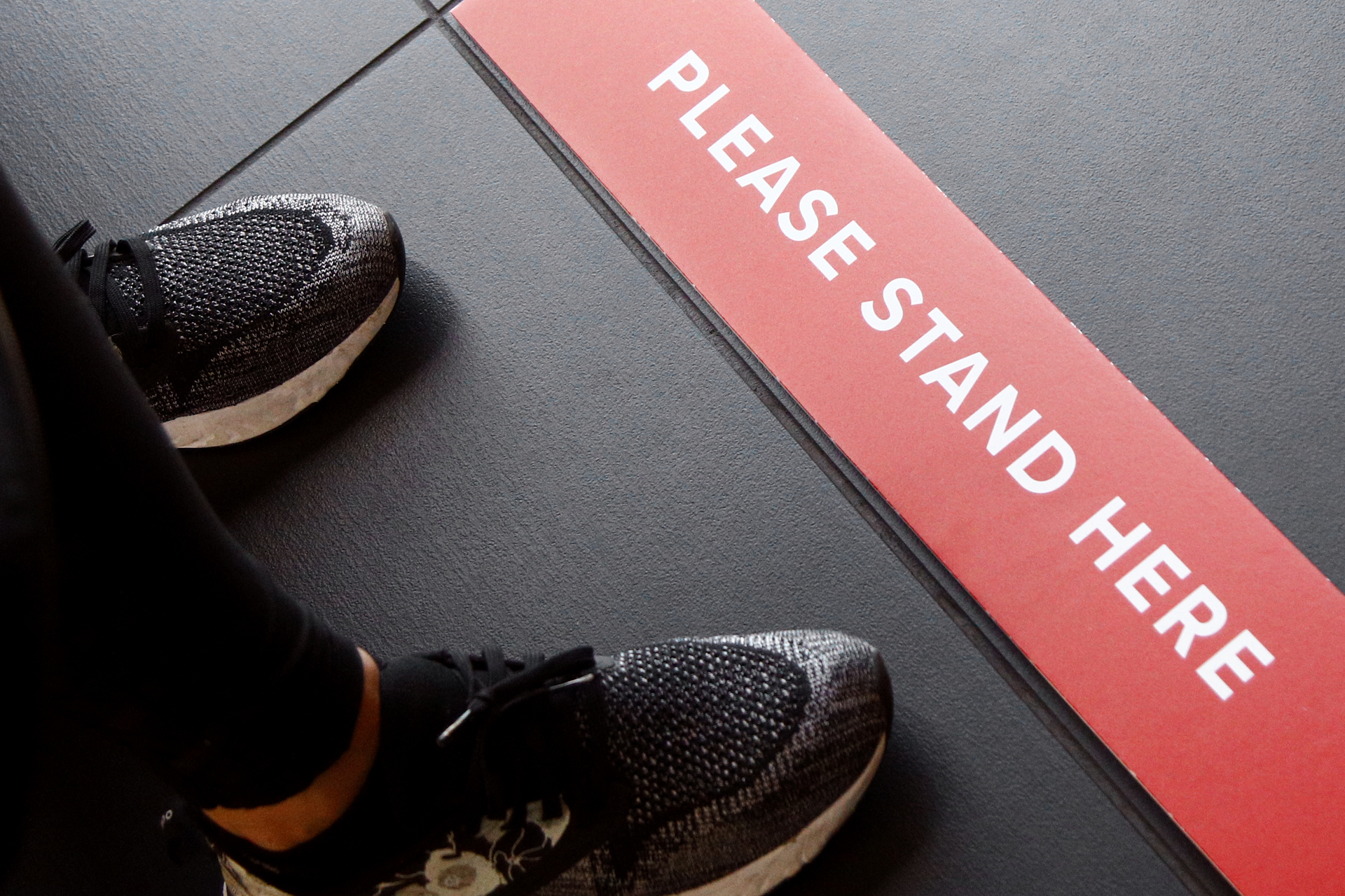 Sign showing people 6 feet apart